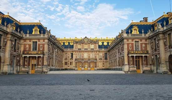 Private Guided Tour of the Palace of Versailles with queue-closing access - 1/2 day