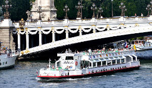 Cruise by the river Seine