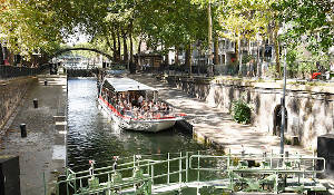 "Cruise of the ""Old Paris"" on the canal Saint Martin"