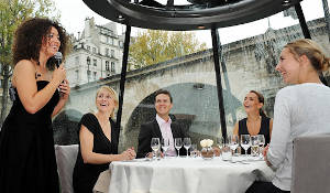 Lunch Cruise on the Seine River - All-inclusive menu with drinks