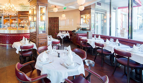 Lunch or dinner at the restaurant L'Alsace Champs Elysées