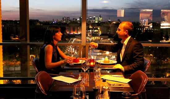 Nos soirées prestige avec un diner au restaurant de laTour Eiffel