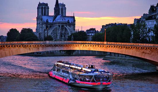 """Cena crucero Bateaux Mouches """"PARIS 18 HEURES"""""""