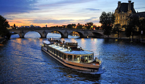 Lounge dinner cruise + Paris Night Tour
