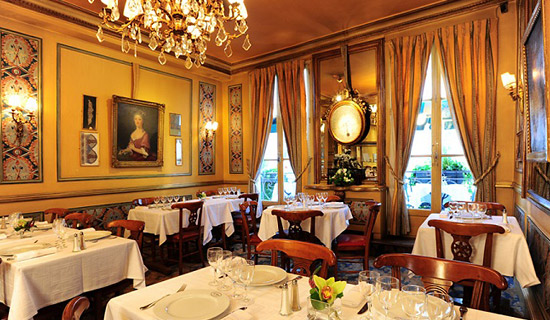 Dinner at the restaurant Le Procope + Seine cruise