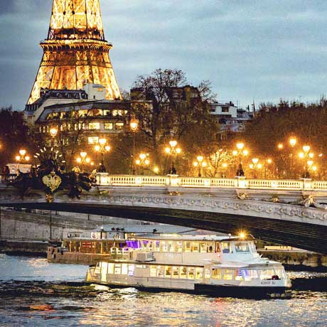 Dinner cruise by the Seine in Paris
