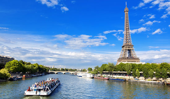 Guided sightseeing cruise on the Seine