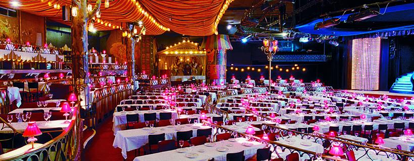 Sala de cena en el Moulin Rouge