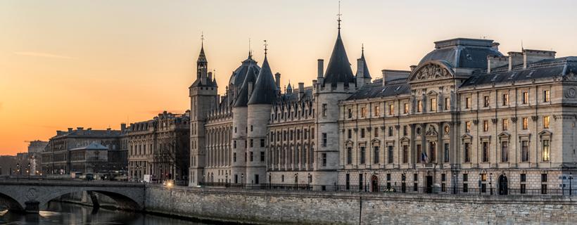 La conciergerie sur les quais de Seine à Paris